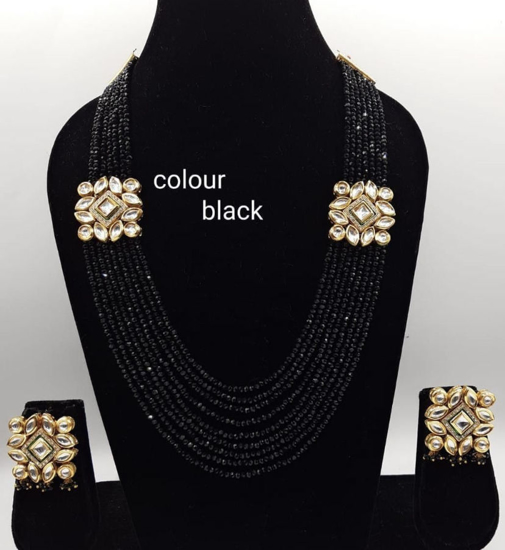 Picture of Black beads kundan necklace