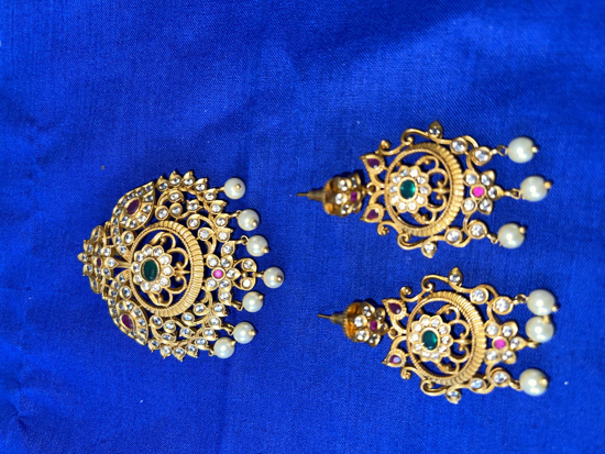Picture of Pendent and ear rings