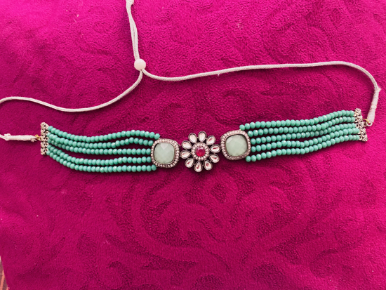 Picture of Green Choker
