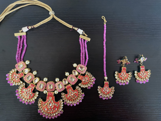 Picture of Unique heavy Gold Finish Bead and Kundan Set