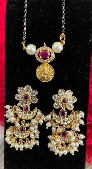 Picture of Lakshmi pendant Blackbeads with earrings