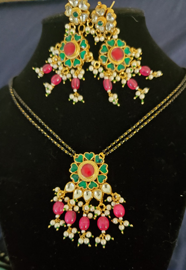 Picture of Kundhan blackbeads with matching earrings