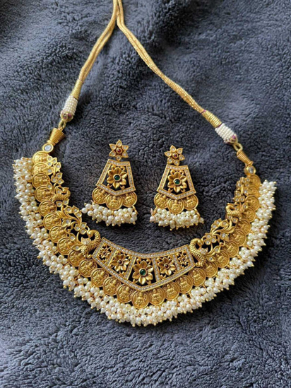 Picture of Short necklace  with earings